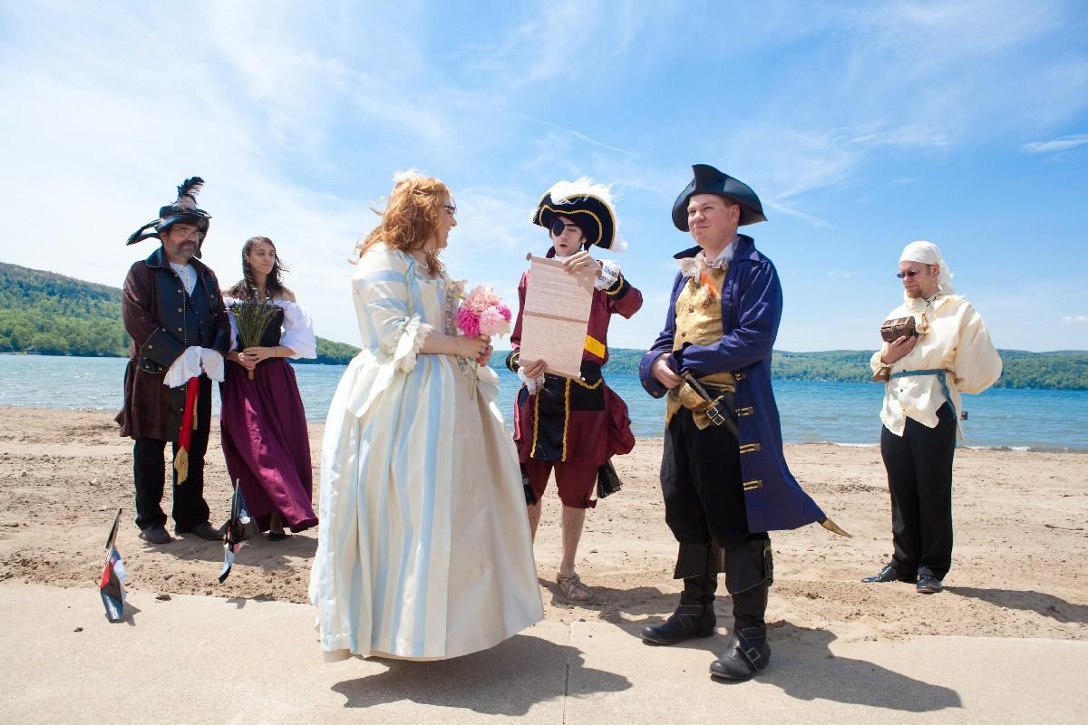 пиратка невеста фото погорелом месте решено